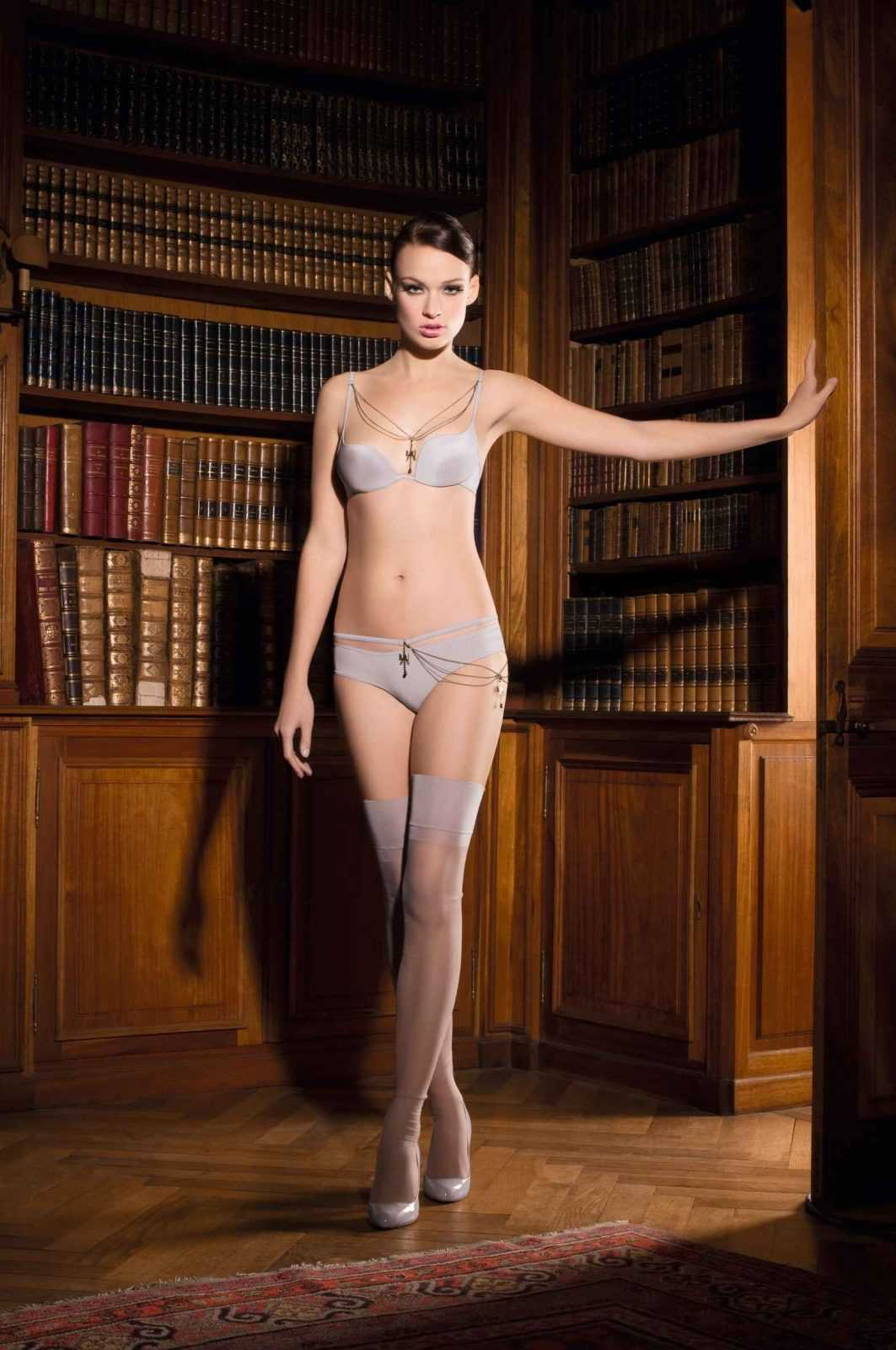 Maison close luxury french lingerie for a petite lady for Maison close