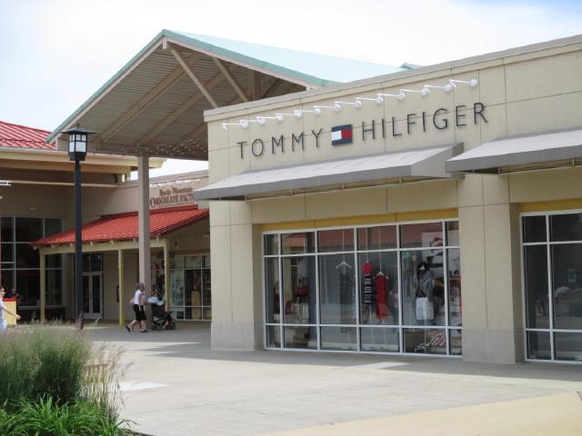 Premium Outlets Chicago - Tommy Hilfiger - www.gentlemansbutler.com