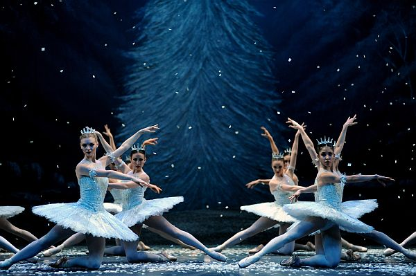 English National Ballet's production of The Nutcracker. Photo by Annabel Moeller. (snowflakes)