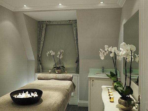 The Ritz Salon - Treatment room