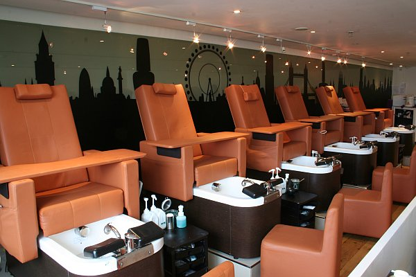 Gentlemans pampering in london archives gentlemans butler - Nail salons in london ...