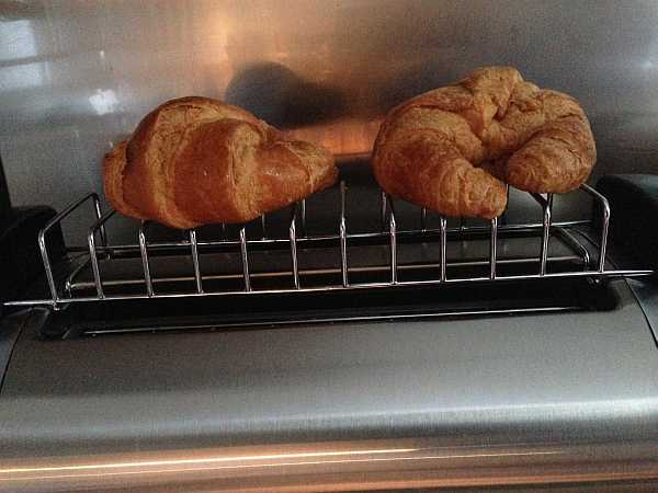 Croissant warming using the special warmer for the 4 slice Magimix Toaster