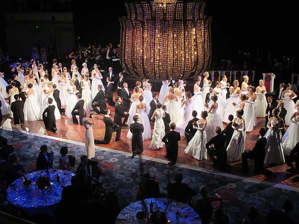 3rd Russian Debutante Ball - Debutantes & Gentlemen dance