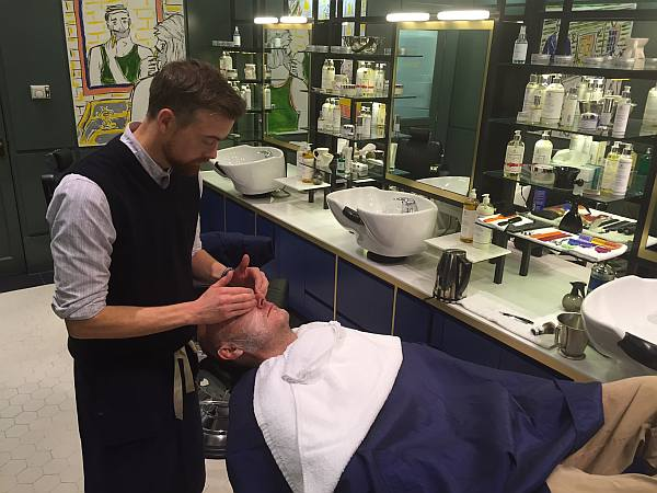 Murdock London - Soho, preparing Gentlemans Butler for shave