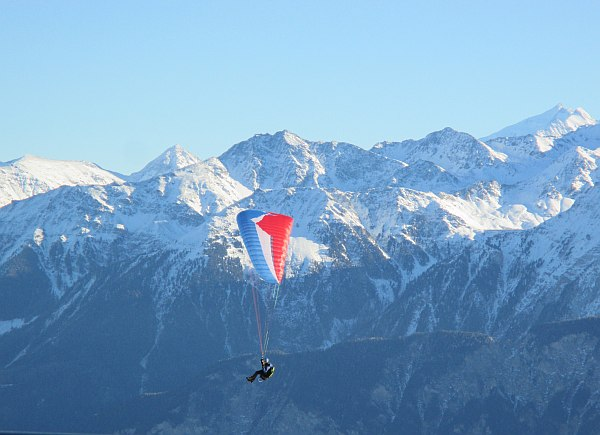Crans Montana, Spring luxuries in the Mountains - Parascending
