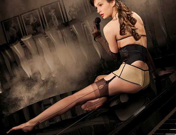 Cervin-Stockings-and-the-Singer