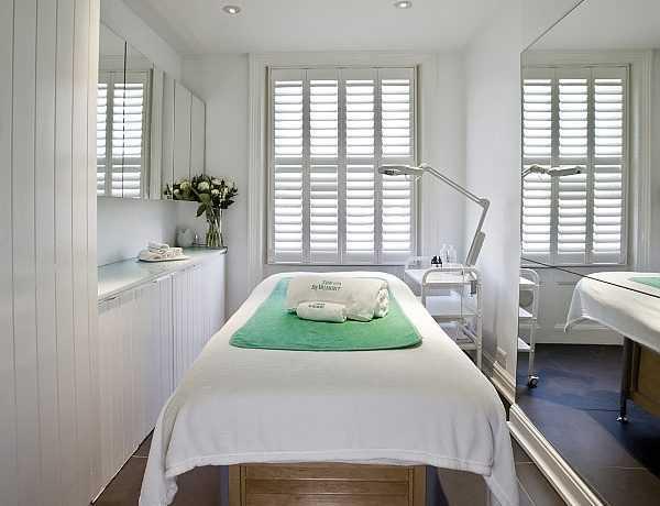 Debbie-Thomas-Treatment-room-mhg-r