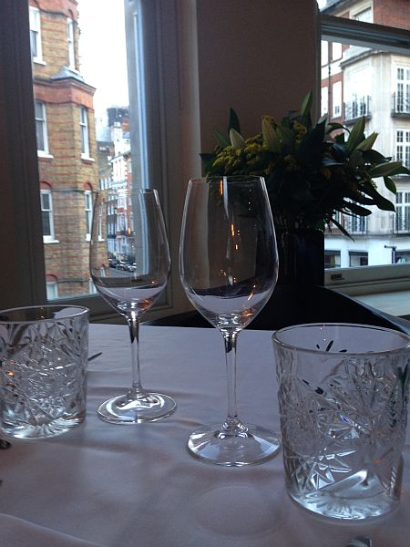 35 New Cavendish, relaxed luxury Marylebone restaurant - Flowers and glasses