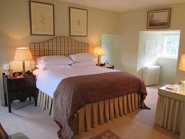 Cranshaws Castle, luxurious Scottish getaway - A bedroom fit for both lord and lady Gentlemans Butler