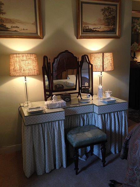 Cranshaws Castle, luxurious Scottish getaway - Ladies dressing table