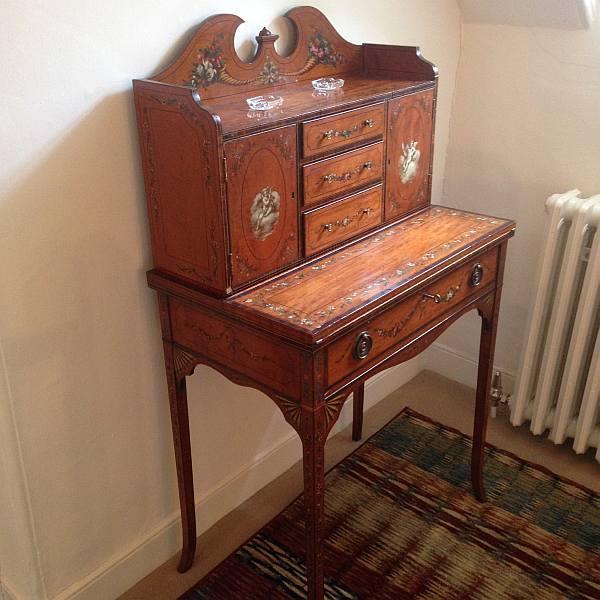 Cranshaws Castle, luxurious Scottish getaway - Original antique furniture adds to the softness