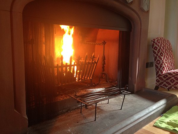 Cranshaws Castle, luxurious Scottish getaway - Roaring fire