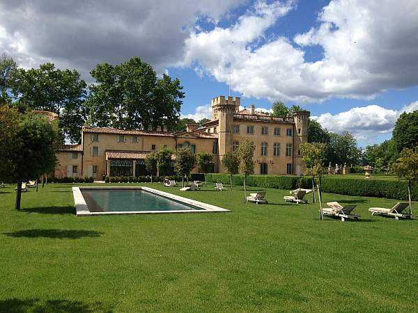 La Villa Baulieu, a palace in Provence to love -Swimming pool and grounds