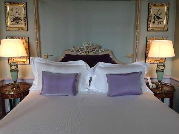 La Villa Baulieu, a palace in Provence to love - perfect pillows and crisp white linens