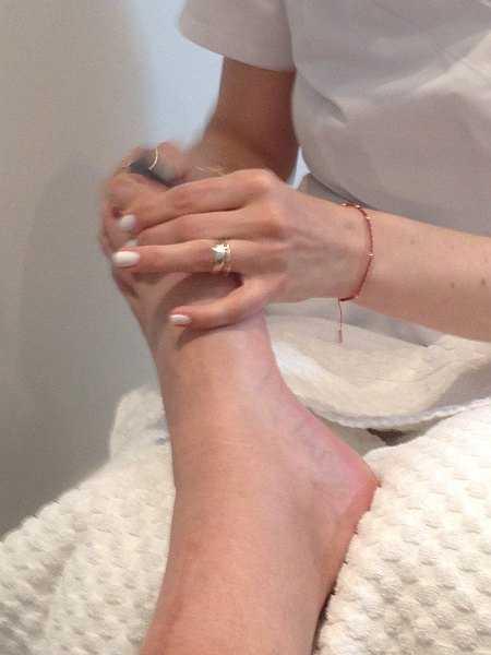 Mayfair beautician offering pure elegance - Pedicure filing