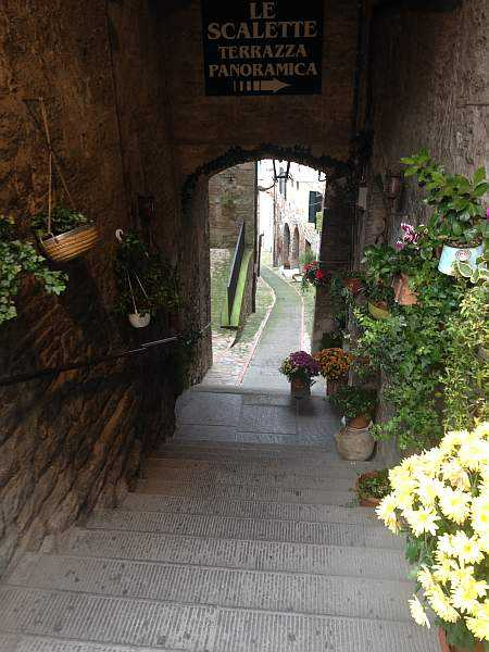 My beautiful love affair with Umbria - Beautiful flower staircases in Todi, Umbria