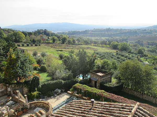 My beautiful love affair with Umbria - Castello di Monterone, wander around the grounds
