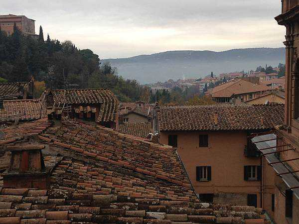 My beautiful love affair with Umbria - The University City of Perugia with culture, history, shopping and those beautiful roofs