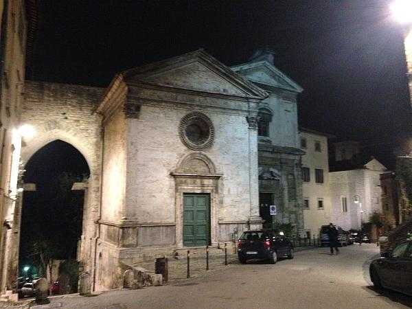 My beautiful love affair with Umbria - The lovely architecture of Perugia, perfect for an evening stroll