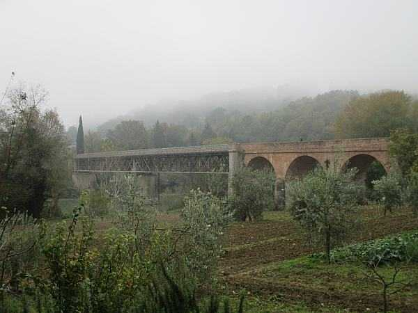 My beautiful love affair with Umbria - The morning Autumnal mist, over a very famous bridge in Umbria... a test for you