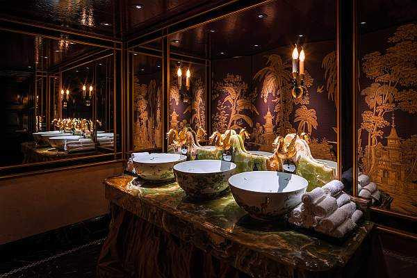 Park Chinois luxurious bathrooms