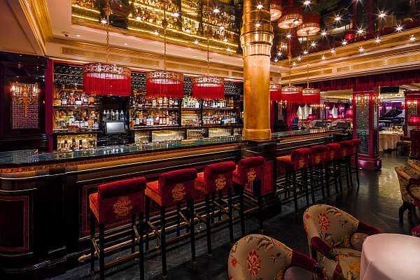 Park Chinois opulent bar