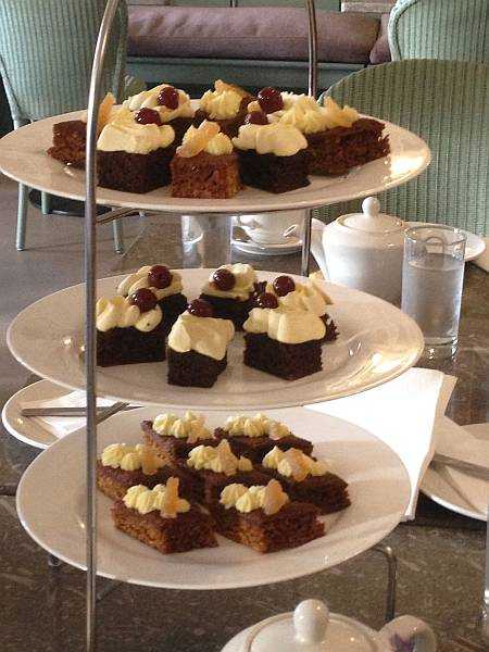 Five ladies and a Butler at The White Swan - Scrummy cakes at Castle Howard